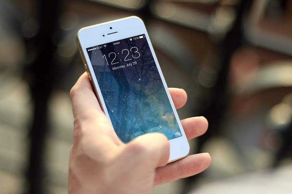 Apple dluží už přes dva biliony