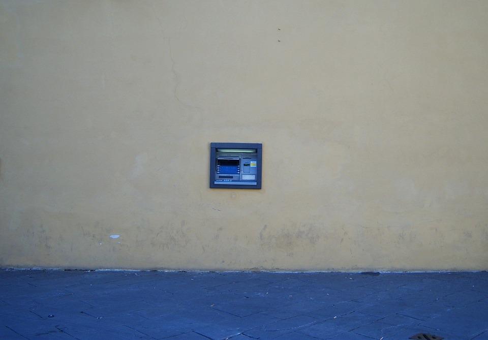 Co vadí lidem na bankách
