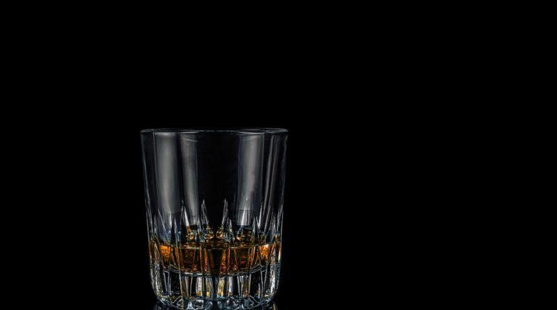 Investice do výroby české whisky se vyplatila. Stáčí se desetitisíce láhví
