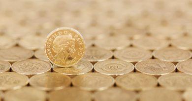 Lidé začínají investovat do drahých kovů, tím ale roste jejich cena