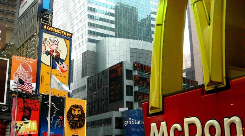 McDonald's investuje do papírových brček